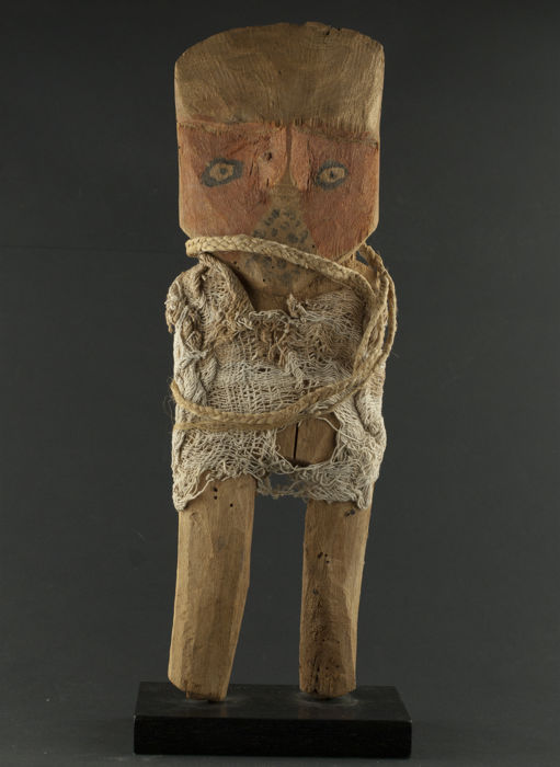 Pre columbian Chancay carved wooden figure - 36.5 cm