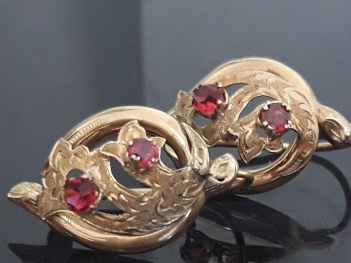 Elizabethan earrings in gold 18 kt and rubies