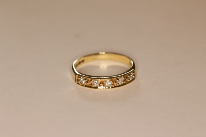 9 kt yellow gold ring from the '70s set with brilliant-cut diamonds