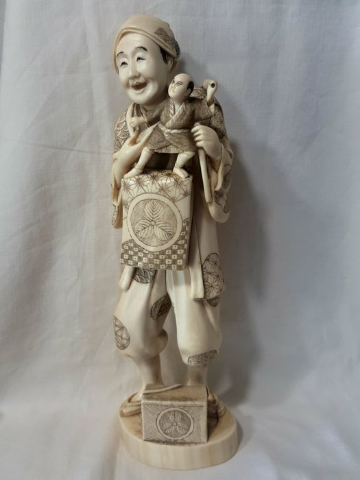 Ivory marionettist okimono - Japan - Late 19th / early 20th century (Meiji period)