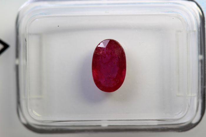 Red Ruby - 1.05 ct