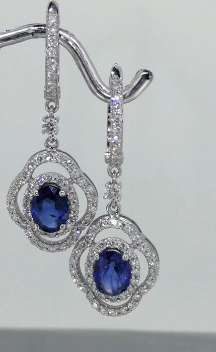 Earrings with sapphire 1.90 ct and 104 brilliant cut diamonds totaal 1.10 ct.