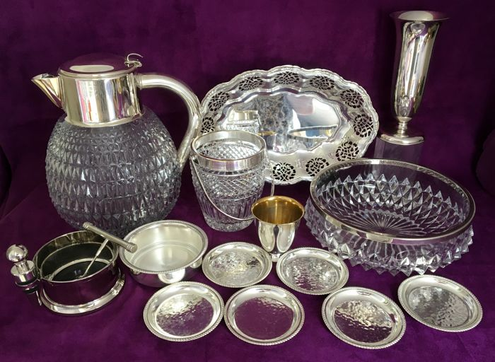 Lot of 16 silver plated objects.