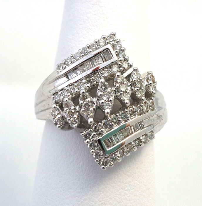 55 Pieces Round Cut and 12 Pieces Octagon Cut Total 0.75 cts Diamond 18KT White Gold Ring ,Size M 1/2
