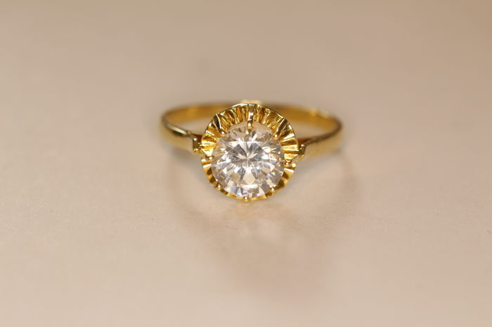 18 kt yellow gold ring set with brilliant cut diamond