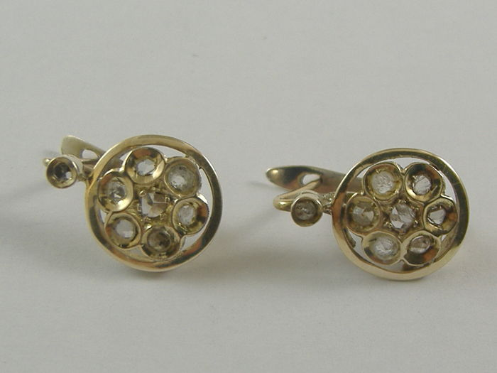 Gold earrings (800‰/14 kt) with diamonds