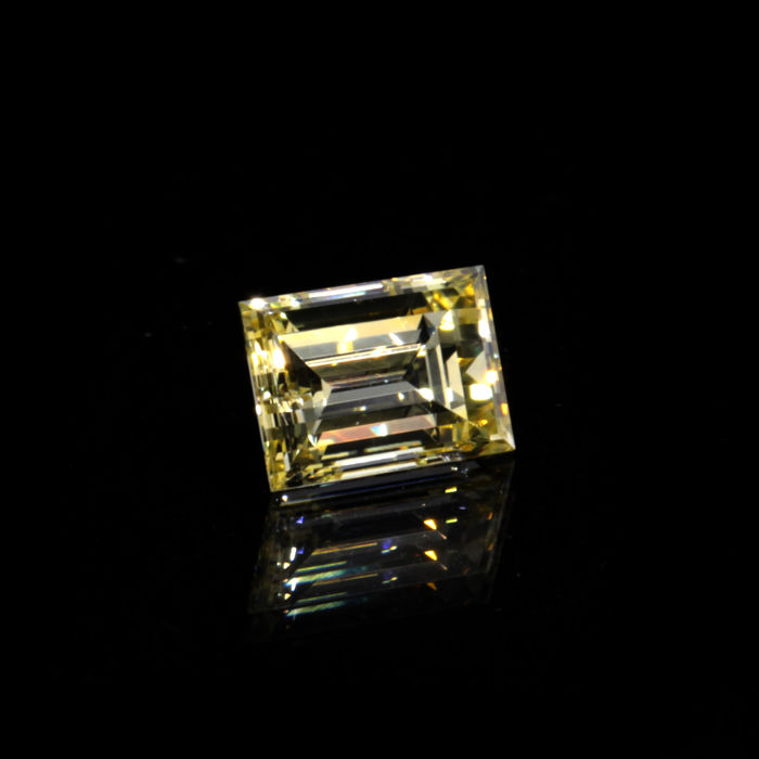 1 pcs Diamant - 0.70 ct - Baguette - fancy yellow - SI1