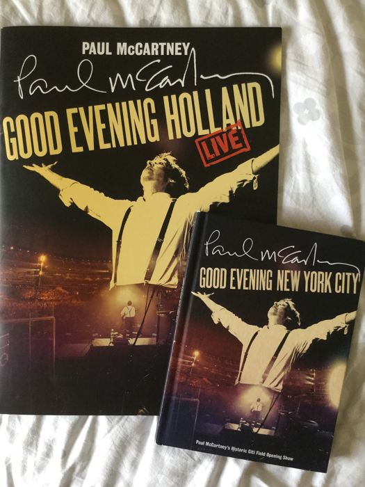 Beautiful Pictures and 4 cd  Book of the World Tour starting in New York and an impression of the Europeanen  City's in A Great picture book