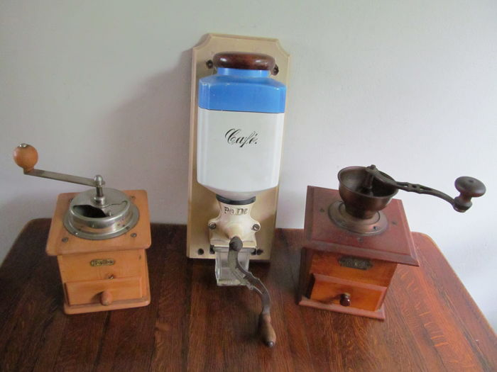 3 Old PeDe coffee grinders - The Netherlands - first half of 20th century