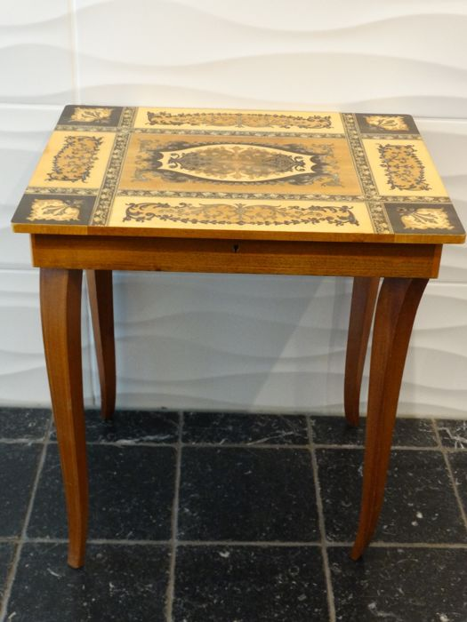 Italian jewelry music table with Swiss music work - inlaid wood