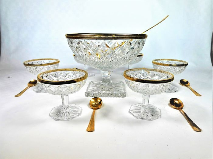 Bohemia - Large cut crystal coupe + 6 dessert coupes with gilt metal  ornaments - Catawiki
