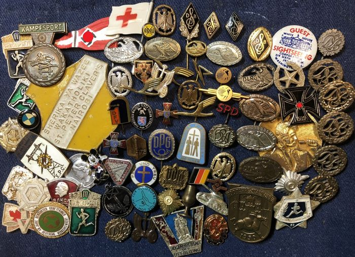 Collection of 78 pcs. of Badges / Stickpins etc.