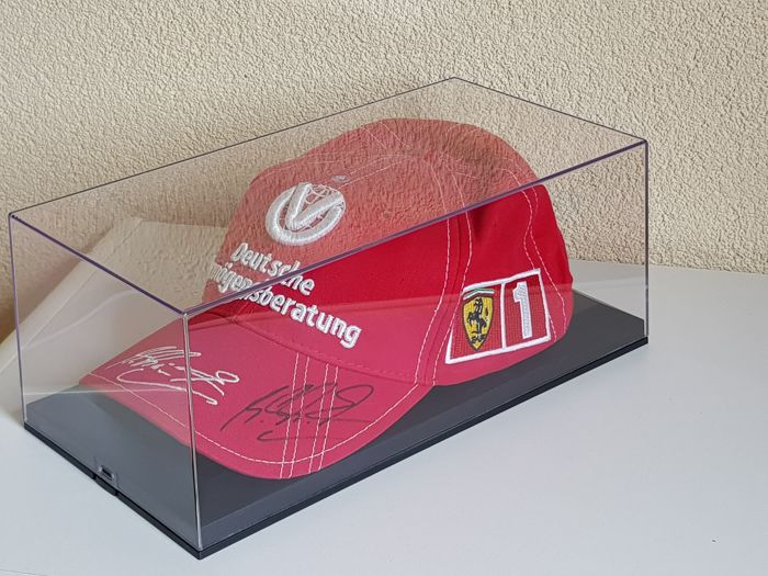 Michael Schumacher - Originel Ferrari Cap - hand signed in new display case + COA