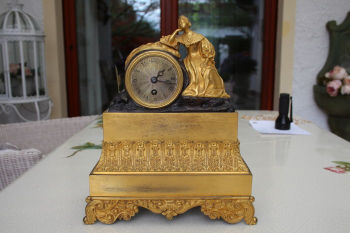 Tiny clock in fire-gilded bronze - France, circa 1850