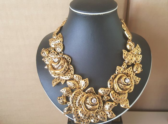 Oscar De La Renta - Stunning Gold toned Carved Crystal Necklace