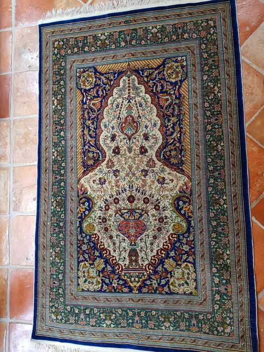 Original Hereke (silk on silk) - Size 142 cm x 90 cm
