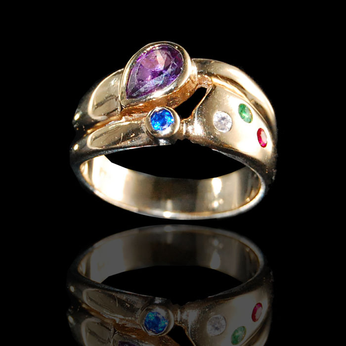 Ring made of 14 kt yellow gold with amethyst, emerald, ruby, sapphire and brilliant, mint condition, ring size 53 approx. 17 mm
