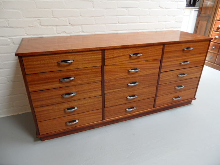Mahogany chest of drawers / sideboard
