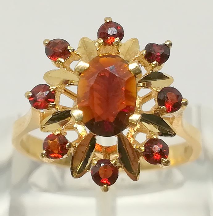 cocktail ring in 18 kt yellow gold with garnets (1.16 ct) tatum 14