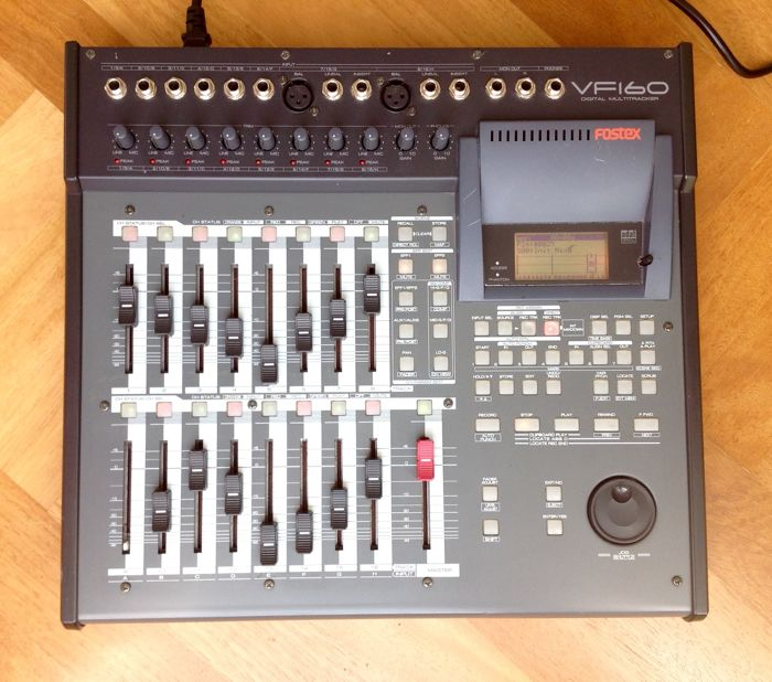 FOSTEX VF-160 - 16 Track Digital Multitrack Recorder with 16 faders, simultaneous recording of up till 16 inputs, Great Effects, MIDI+MIDI TimeCode, etc.