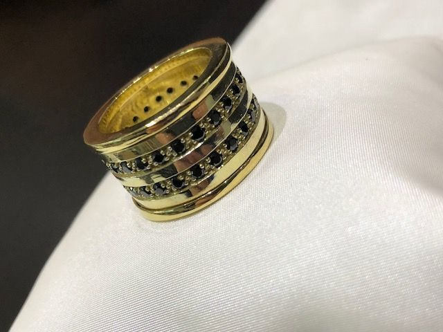 Yellow gold ring (18 kt/750) with diamonds, made in Italy
