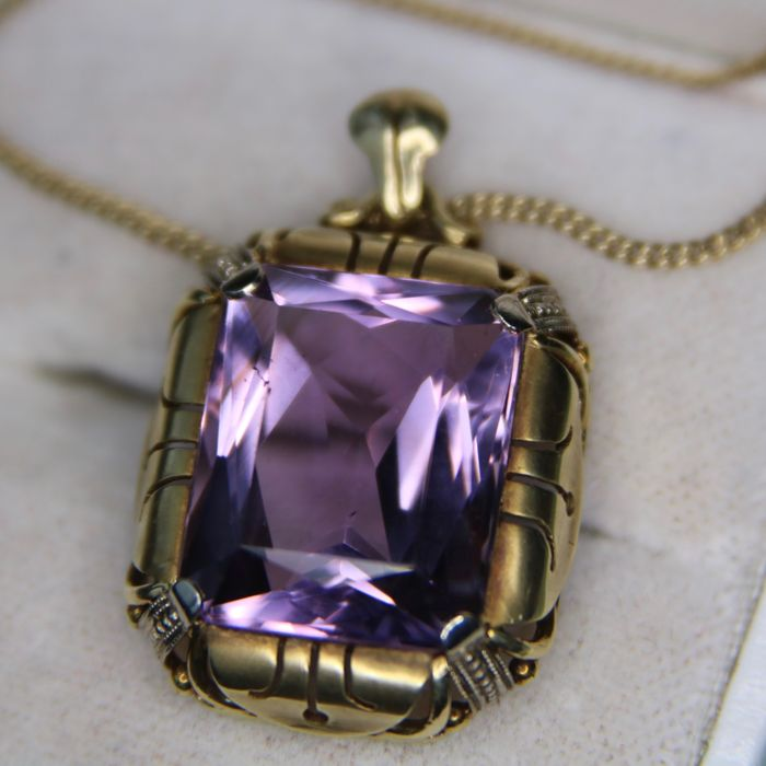 ca. 1920/30 Art Deco Yellow gold pendant set with very good quality faceted Amethyst 9.27Ct set in white gold or platina millegrain chatons + 14kt. gold chain