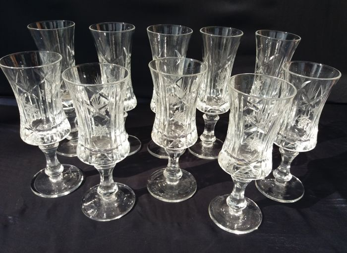 Antique flutes (10 pieces) in excellent French cut crystal, blown and engraved