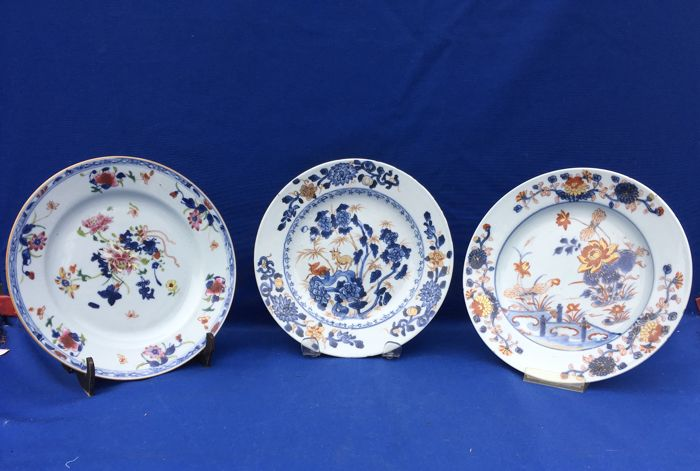 Three antique porcelain dishes, two Imari and one Famille Rose - China - 18th century