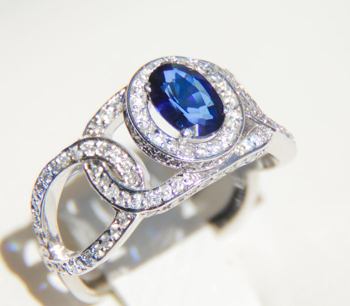 Sapphire and Diamonds 14k White Gold Ring. Ring size: 17.3 mm (EU - 54, US - 7)