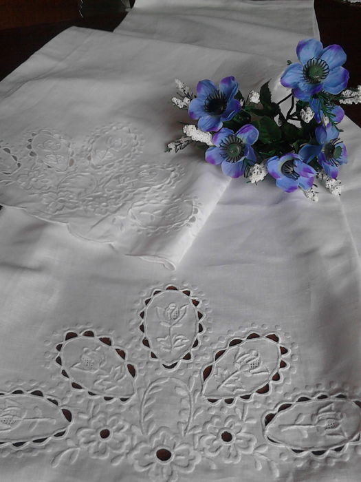 Hand-embroidered towels - availability 2