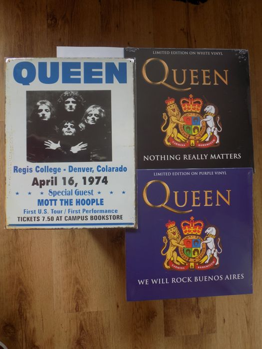 "Queen Large Metal Repro Concert Sign & 2 Coloured Vinyl LP""S."
