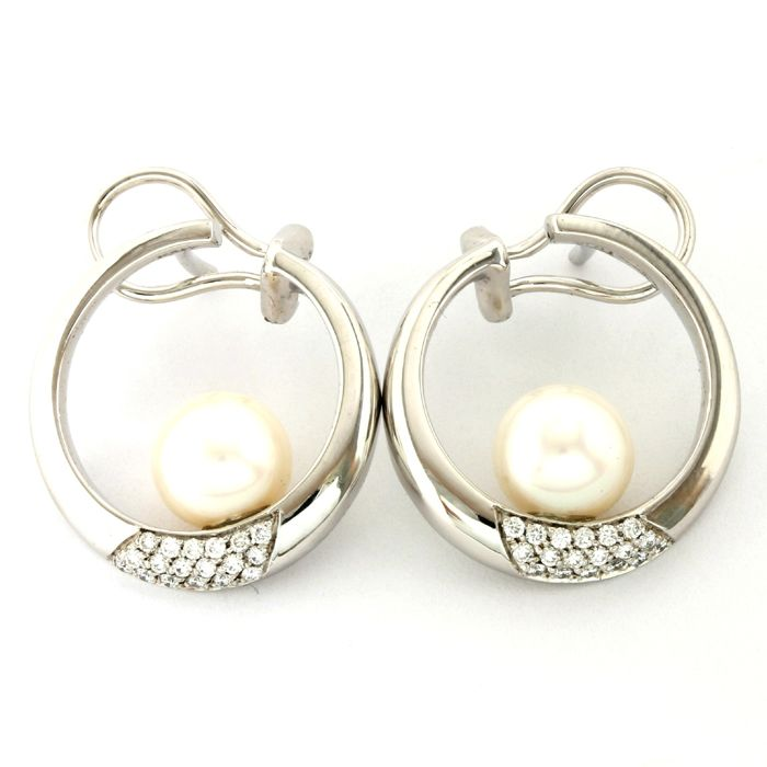 18kt/750 White Gold - 0.50 ct Round Cut Diamond & 8 mm Japanese Akoya Pearls Earrings; 23mm in Length
