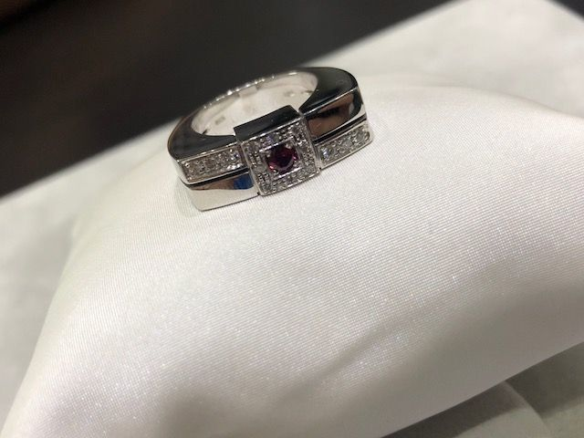 18 kt white gold ring with diamonds and rubies - size 14