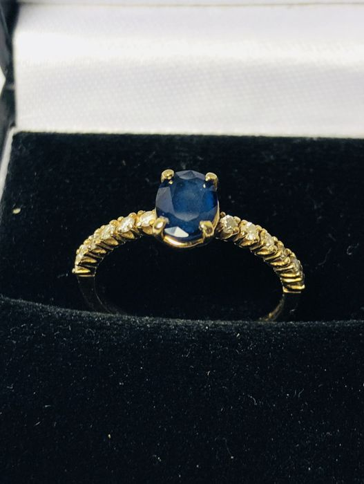 14 kt gold sapphire and diamond ring, ring size: 15