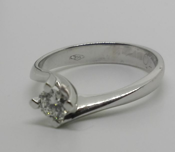 Solitaire ring with natural diamond, 0.70 ct, F/VVS