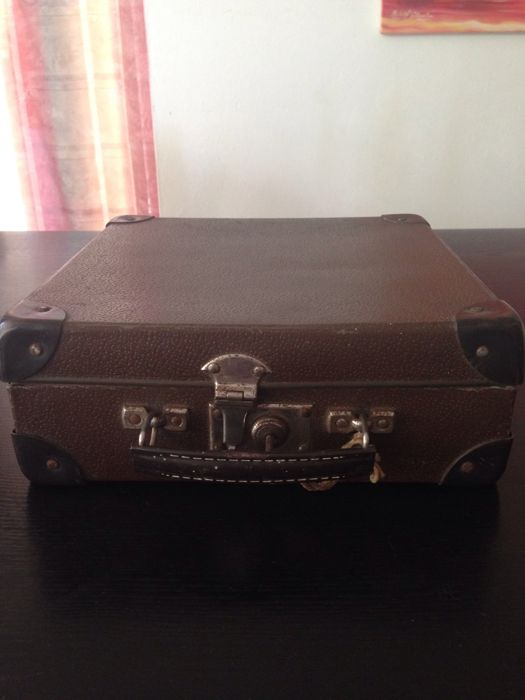 Suitcase with 32 old vinyl records