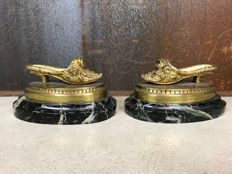 A set of gold-plated fireplace pieces - a set of shoes on marble plateau - Ca 1900