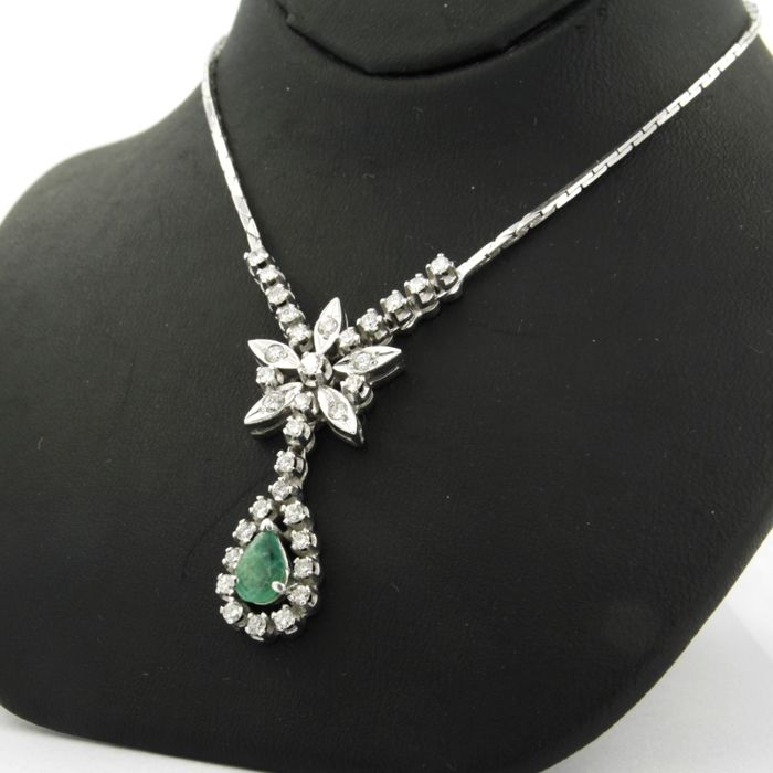 18 Kt White Gold Necklace Set With A Pear Shape Cut Emerald And