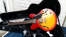 HONDO Deluxe 935 + new case Thinline electric, model ES335 - early 80s