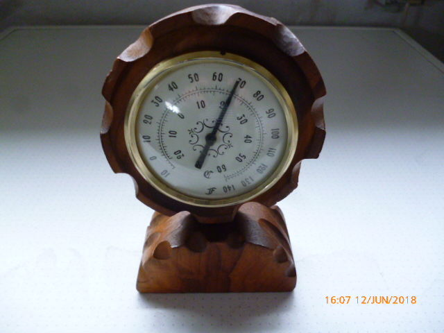 Thermometer in decorated precious wood