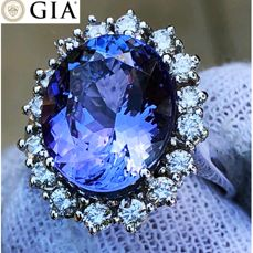 Princess ring in 18 kt white gold with AAA certified bluish violet tanzanite for 7.81 ct GIA certificate and diamonds for 0.80 ct D-E/VVS -***No Reserve***