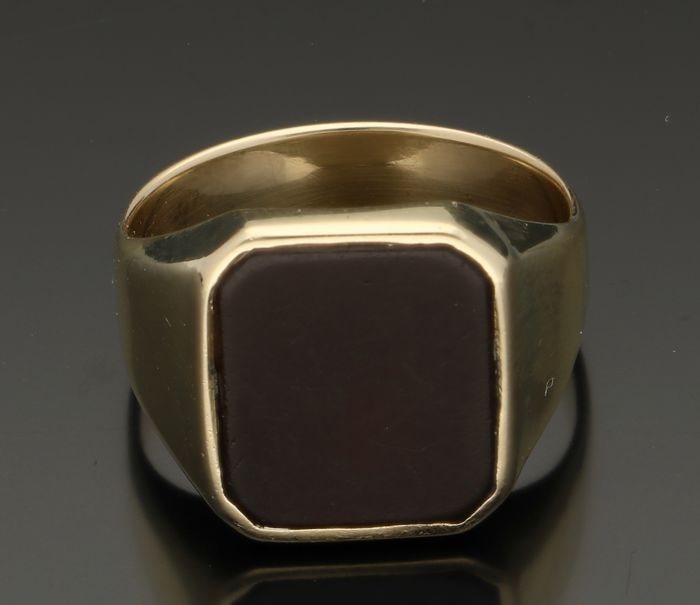 14 Kt. Yellow gold men's ring with Chalcedony - Ring size 20 mm. No reserve