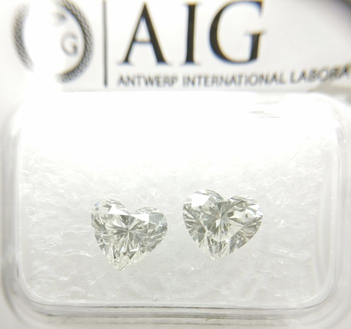 Couple of 2 Heart cut diamonds total 2.03 ct G SI1