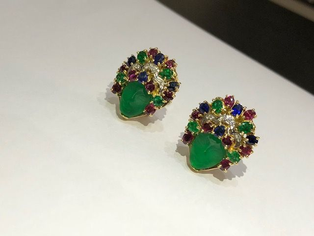 Women's earrings in 18 kt/750 gold with diamonds, emeralds, rubies and sapphires