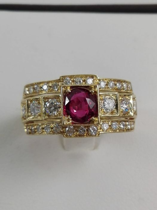 18 kt. Yellow gold - Ring - 0.55 ct Ruby - Diamond