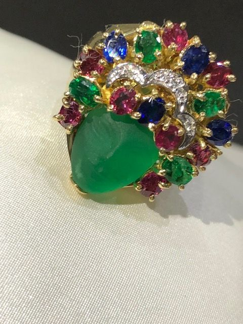 Exclusive ring in 18 kt (750/1000) gold, with diamonds, emeralds, rubies and sapphires
