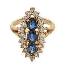 Shuttle cocktail ring in yellow gold of 18 kt with diamonds of 1 ct in total and sapphires of 1 ct  Cocktail ring size 10 (Spain)