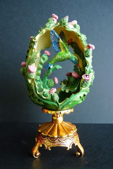 House of Fabergé - Collector egg - 'Bird in The Garden' - Porcelain Powder and Resin - Swarovski Rhinestones - Signed - Numbered