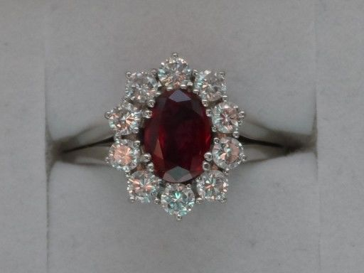 Exclusive Ruby Ring 1 ct - 18 kt White Gold & 10 White Diamonds