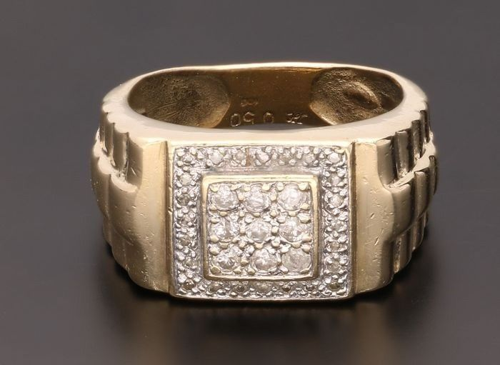 14 kt yellow gold ring, set with 23 diamonds of approx. 0.51 ct in total - Inner size: 19.25 mm